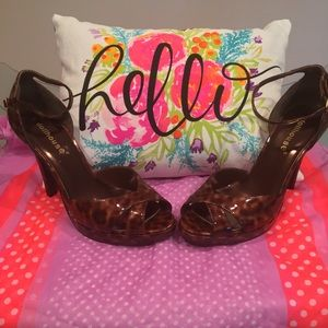 NWOB Dollhouse tortoise patent platform heels